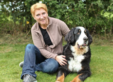 Birgit Dunkel mit ihrem Bernersennenhund Sam